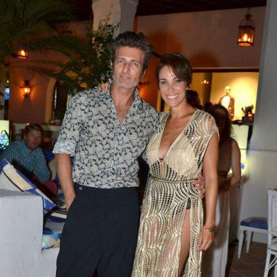Jesús Olmedo y Nerea Garmendia durante una fiesta en Marbella