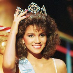 Halle Berry cuando fue al certamen de belleza Miss Mundo