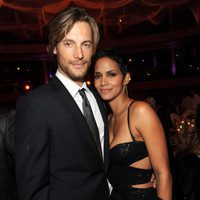 Halle Berry y Gabriel Aubry en el evento Keep A Child Alive's en 2009