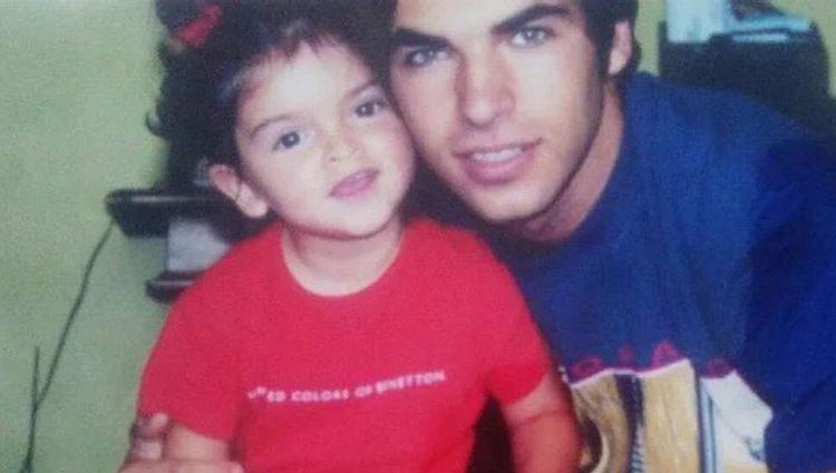 Cayetano Rivera con su hija Lucía cuando era pequeña
