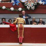 El Juli saluda al Rey Juan Carlos, a la Infanta Elena y a sus hijos en la plaza de toros de San Sebastián