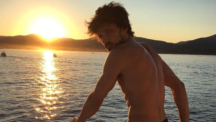 Andrés Velencoso luce cuerpazo durantte sus vacaciones en Saint Tropez