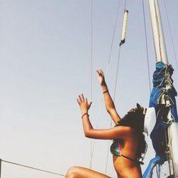 Berta Vázquez en bikini a bordo de un barco