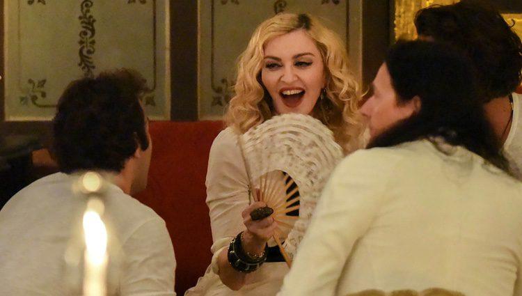 Madonna de cena celebrando su cumpleaños en La Habana