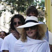 Madonna paseando por La Habana