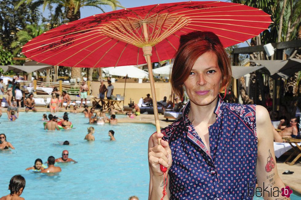 Bimba Bosé de vacaciones en Marbella con un look oriental