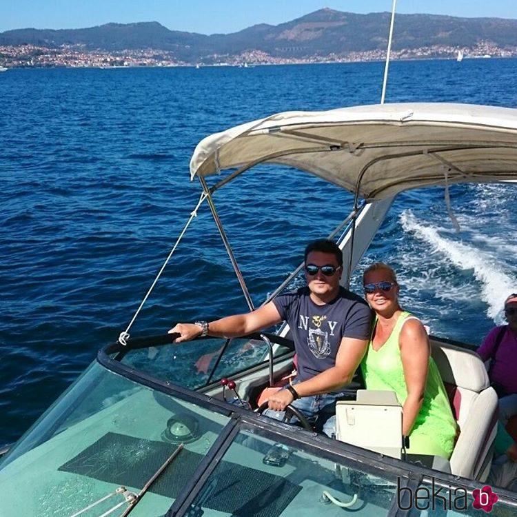 Belén Esteban navegando junto a Miguel