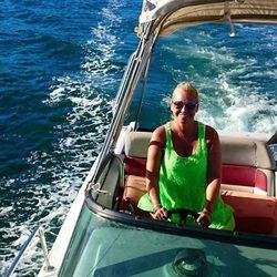 Belen Esteban  disfruta de sus vacaciones navegando