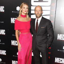 Jason Statham y Rosie Huntingon Whiteley  en el estreno de 'Mechanic: Resurrection'
