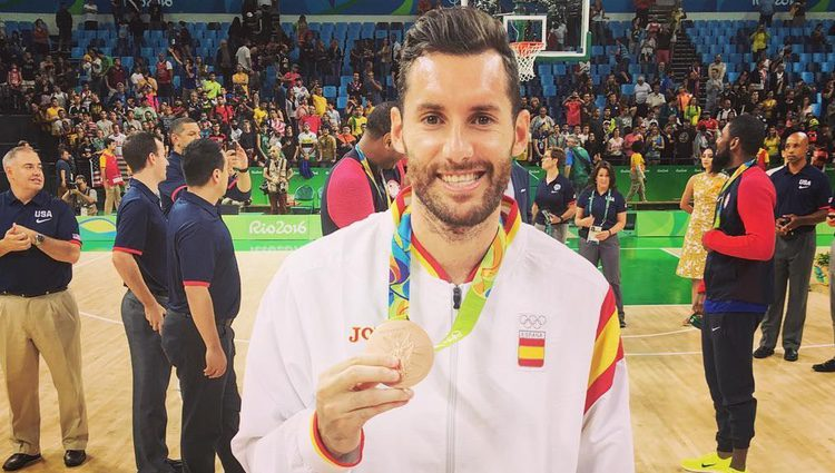 Rudy Fernández con su medalla