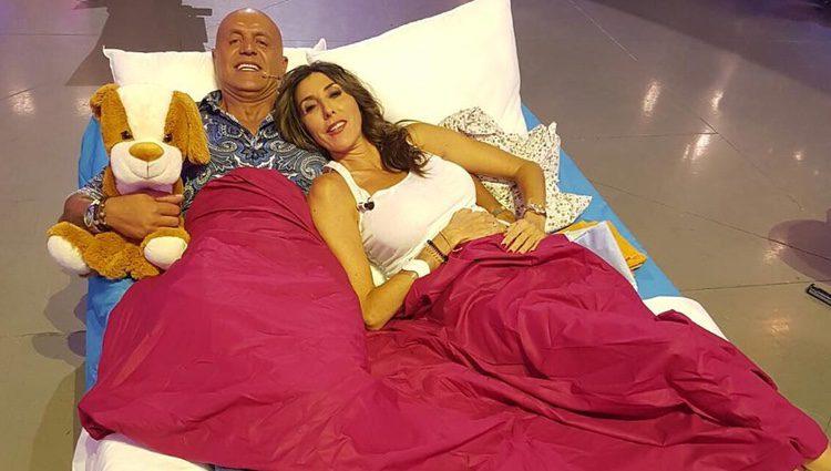 Paz Padilla y Kiko Matamoros en la cama
