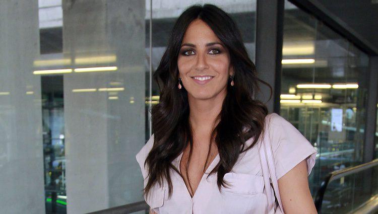 Irene Junquera en el aeropuerto esperando a Cristian Toro