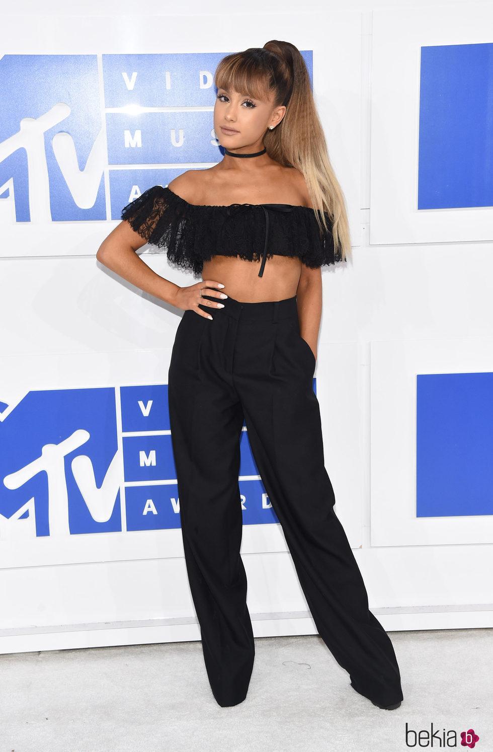 Ariana Grande En Los VMAs 2016 Alfombra Roja De Los
