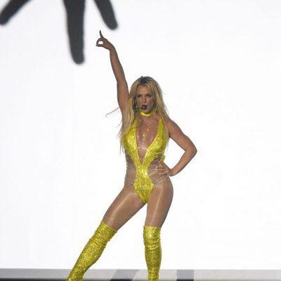 Britney Spears deslumbrante durante su actuación en los VMA's 2016