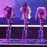 Ariana Grande subida a una bicicleta estática en los VMA's