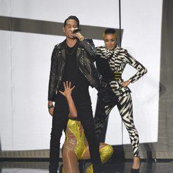 Britney Spears junto a G-Eazy en la actuación de los VMA's