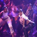 Rihanna haciendo twerk durante su actuación en los VMA's 2016