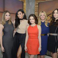 Lucy Hale, Shay Mitchell, Troian Bellisario, Ahsley Benson y Sasha Pieterse en 'Good Morning America'
