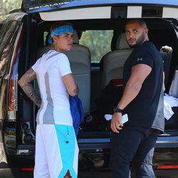 Justin Bieber junto a su guardaespaldas