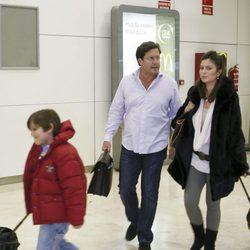 Chábeli Iglesias junto a su marido y su hijo