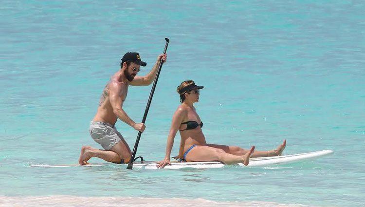 Eva Longoria y su marido haciendo Paddle Surf