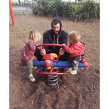 Chris Hemsworth con sus hijos Tristan y Sasha