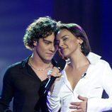 Chenoa y David Bisbal cantando sobre el escenario de 'Operación Triunfo 1'