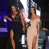 Bella Hadid y Ashley Graham en los Premios GQ 2016 en Londres