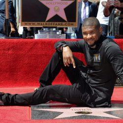 Usher recibe su estrella en el Paseo de la Fama de Hollywood