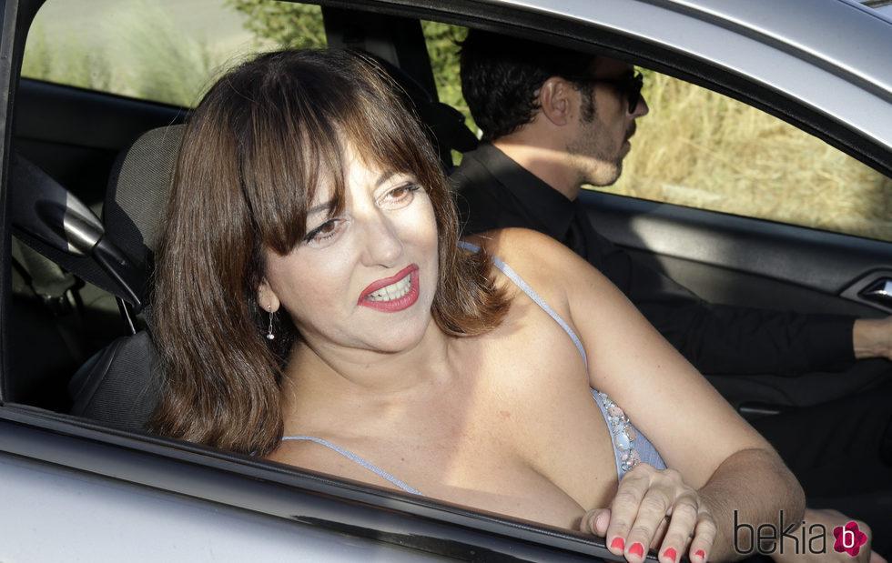 Yolanda Ramos llegando a la boda de Rocío Carrasco y Fidel Albiac