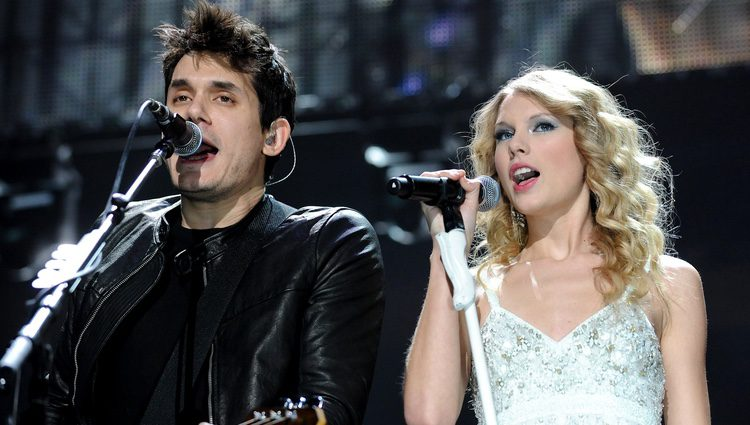 Taylor Swift y John Meyer actuando juntos en el Jingle Ball de Nueva York 2009