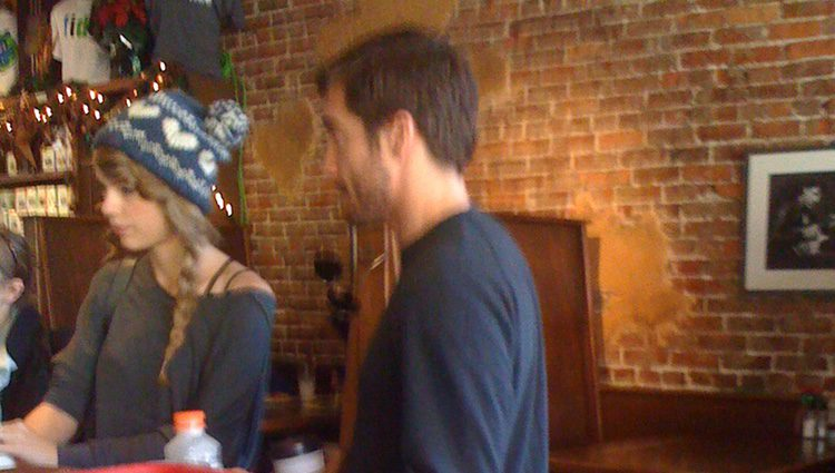 Taylor Swift y Jake GyllenHaal en Nashville