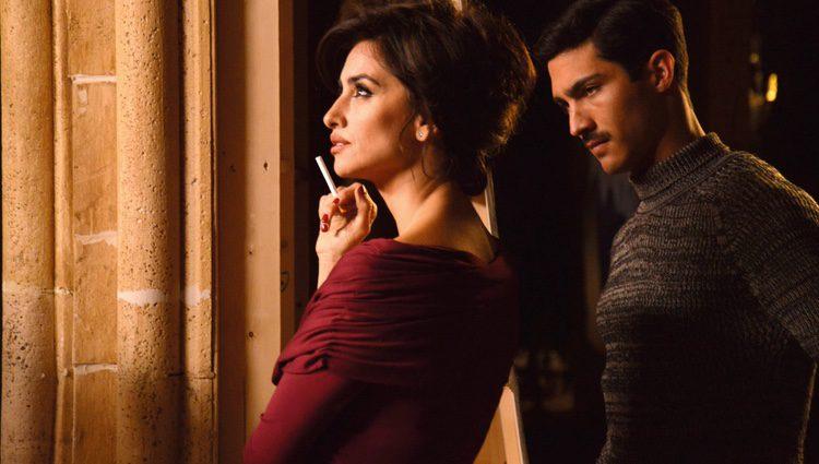 Penélope Cruz y Chino Darín en el rodaje de 'La Reina de España'