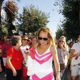 Rosa Benito descalza haciendo penitencia en la procesión de la Virgen de Regla 2016