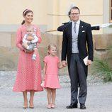 Los Príncipes Victoria y Daniel con sus hijos Estela y Oscar en el bautizo del Príncipe Alejandro