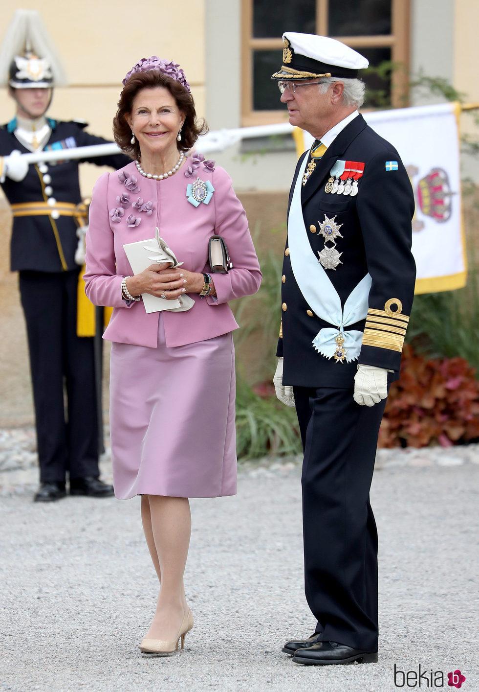 Los Reyes Carlos Gustavo y Silvia de Suecia en el bautizo de su nieto Alejandro de Suecia