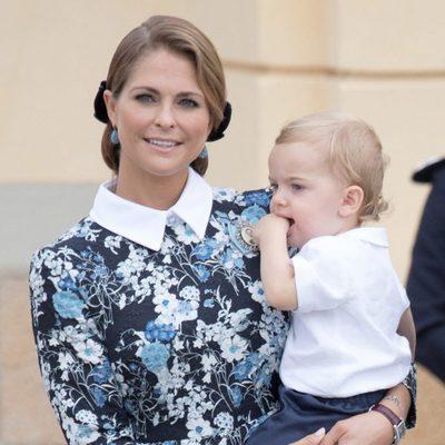 La Princesa Magdalena con su hijo Nicolás de Suecia en el bautizo de Alejandro de Suecia