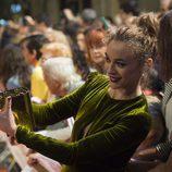 Marta Hazas con los fans en el estreno de la cuarta temporada de 'Velvet' en el FesTVal de Vitoria 2016