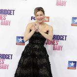 Renée Zellweger agradeciendo el cariño de los fans en el estreno de 'Bridget Jones' baby' en Madrid