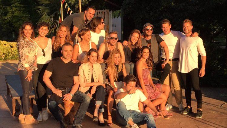 Los 16 concursantes de 'Operación Triunfo 1' grabando el documental del reencuentro