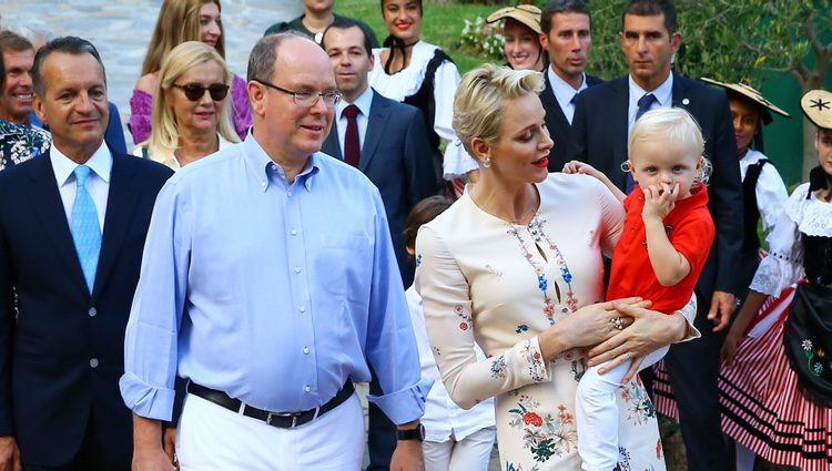 Los Príncipes Alberto y Charlene de Mónaco con Jacques en el picnic anual de Mónaco 2016