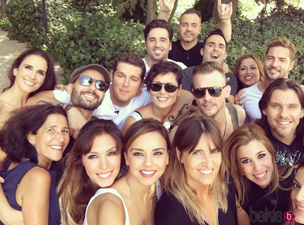 Los cantantes de la primera edición de 'Operación Triunfo' posan con Noemí Galera