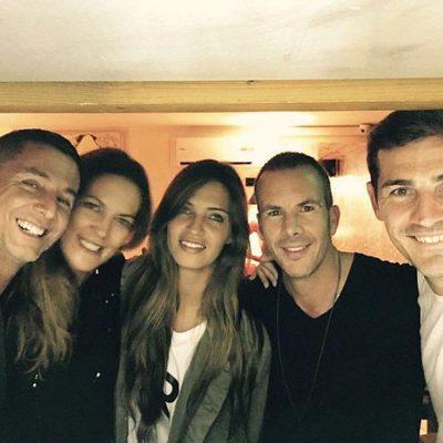Sara Carbonero e Iker Casillas posan con Bernando Doral, Beatriz Hernández y Antonio Muniz