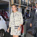 Joaquín Prat y Yolanda Bravo durante el funeral por María Antonietta Leoni en Madrid