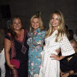 Cari Lapique, Caritina y Carla Goyanes en el front row del desfile de Aristocrazy en Madrid Fashion Show Woman