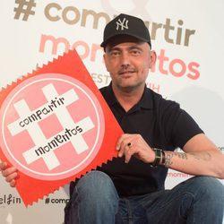 David Delfín en la campaña contra el VIH 'Compartir momentos'