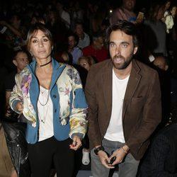 Elena Tablada  y Javier Ungría en el desfile primavera/verano 2017 de Ana Locking en Madrid Fashion Week