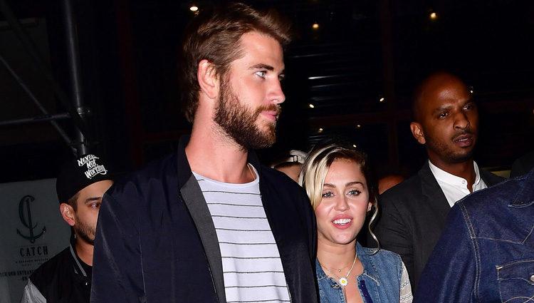 Liam Hemsworth y Miley Cyrus, muy sonrientes y acaramelados en Nueva York