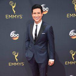 Mario Lopez en la alfombra roja de los Premios Emmy 2016