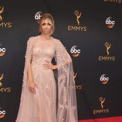 Giuliana Rancic en la alfombra roja de los Premios Emmy 2016